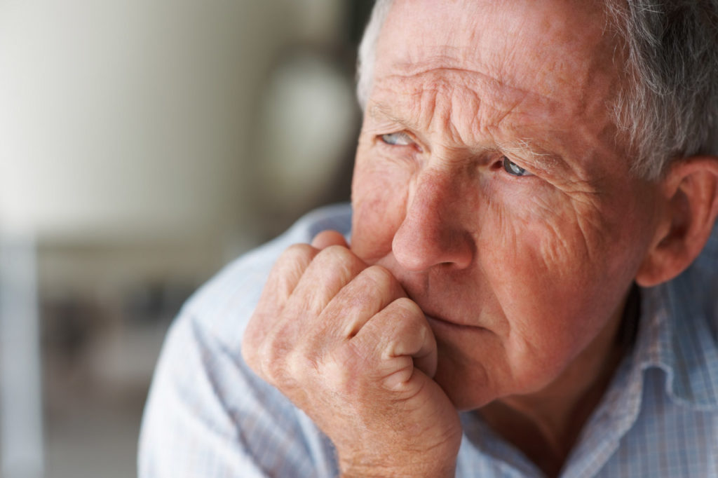 Lebenskrise nachdenklicher älterer Herr