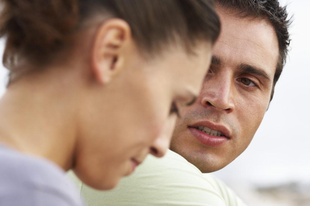 Diskutierendes Paar